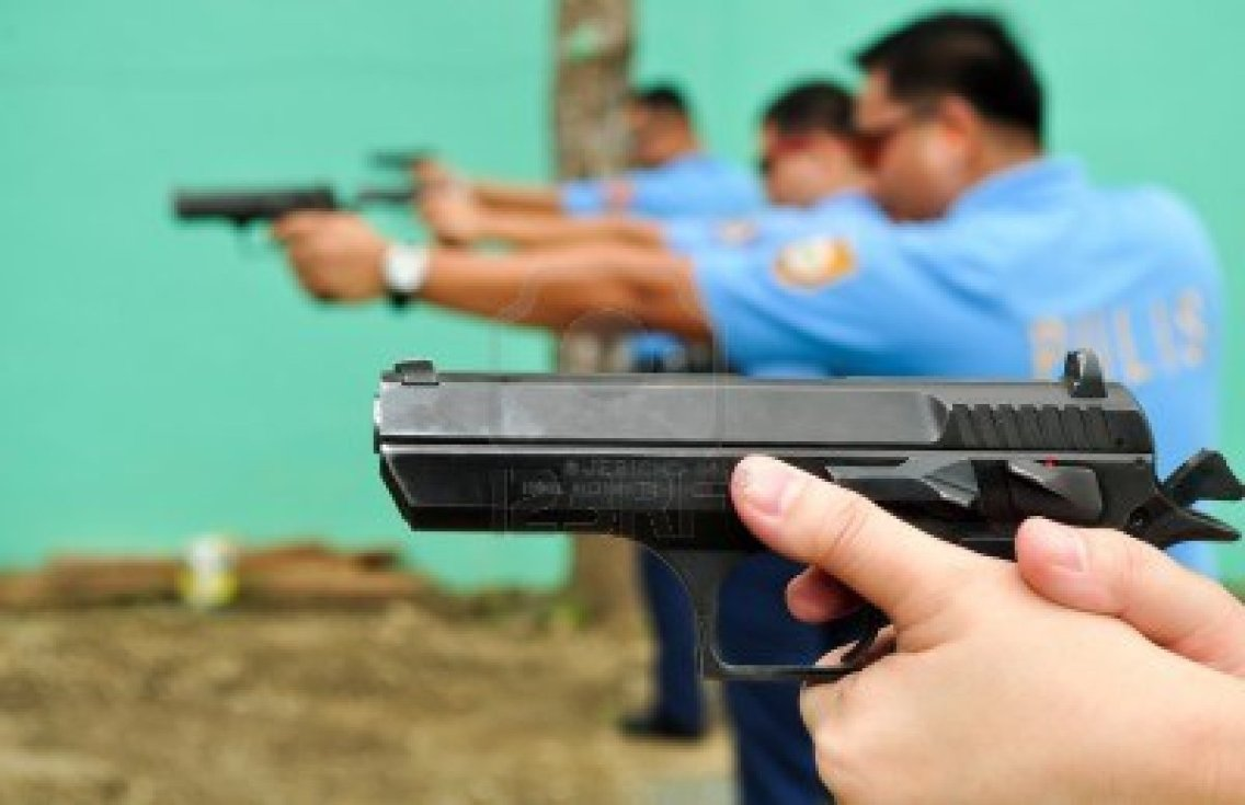 15460978-asian-police-shooting-practice